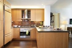 Ligth brown cabinets with white walls Wide Plank Flooring, Engineered Hardwood Flooring, Brown Cabinets, Kitchen Cabinets, Installing Hardwood Floors, Real Wood Floors, Lobby Interior, Beautiful Kitchens, White Walls
