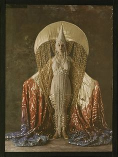 Autochrome: Women's costume figuring a moon, circa 1921, Salon du goût français. Titania: robe, white dress with gold accents