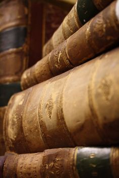 Antique leather bound books - I have many and I cherish them Old Books, Antique Books, Vintage Books, I Love Books, Books To Read, Leather Bound Books, Library Books, Literature Books, Book Nooks