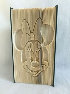 Minnie Mouse #artdupliagedelivres Minnie Mouse Butterfly Books, Paper Butterflies, Xmas Crafts, Book Crafts, Book Folding Patterns Free, Cut And Fold Books, Minnie Mouse, Roses Book, Recycled Books