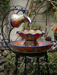 How to Recycle: DIY Garden Water Fountains Use this idea. only change to enameled pitcher and enameled bowls and pans. Diy Garden, Dream Garden, Garden Ideas, Garden Tips, Yard Art, Design Fonte, Garden Water Fountains, Fountain Garden, Homemade Water Fountains