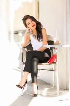 Elegant lady in #ChristianLouboutin  #Decollete554
