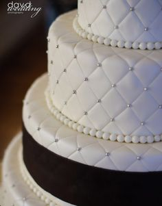 Cake Decorating Quilt Design : 1000+ images about Quilted Wedding Cakes on Pinterest ...