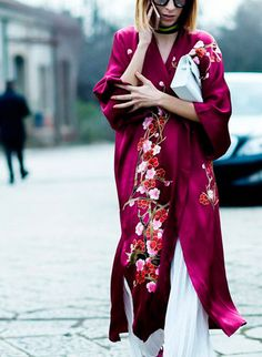 Embroidered silk cherry blossom Kimono wrap, teamed with white linen culottes, for a bold summer style statement. Check out the Kimono shop for similar styles. Street Style Trends, Street Style Chic, Street Styles, Look Fashion, Womens Fashion, Fashion Design, Fashion Trends, Street Fashion, Gq Fashion