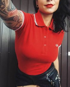 Women S Fashion Cycling Shorts Key: 8184456249 Skinhead Girl, Skinhead Fashion, Skinhead Style, Look Rock, Rocker Look, Rocker Style, Fred Perry Tops, Dr. Martens, Polo Shirt Girl