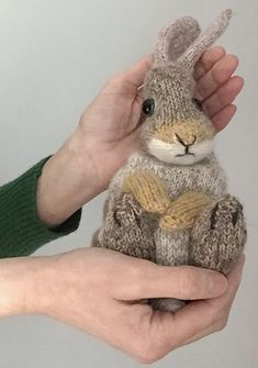How to knit a bunny rabbit - free pattern & tutorial - From Britain with Love, How to knit a bunny rabbit. Click through for easy step by step tutorial and free knitting patter to make a knitted easter bunny rabbit. Knitted Bunnies, Knitted Animals, Knitted Baby, Free Knitting, Baby Knitting, Vintage Knitting, Animal Knitting Patterns, Cute Baby Bunnies, Bunny Face