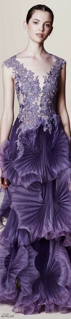 This looks like some gorgeous sea anemone - Marchesa Resort 2017 Fashion In, Estilo Fashion, Purple Fashion, Fashion 2017, Couture Fashion, Fashion Design, Fashion Dresses, Pink Lady, Beautiful Gowns