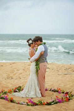 Beutiful and Intimate Destination Wedding in Hawaii ~ MickoPhoto | bellethemagazine.com