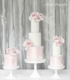 wedding cake trio with sugar lace