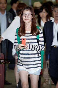 Kfashion Inspiration IU's Stripes and Short Geek Fashion, Iu Fashion, Korea Fashion, Fashion Lookbook, Star Fashion, Fashion Dresses, Airport Fashion, Moda Geek, Korean Celebrities