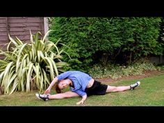 ▶ TIPS ON HOW TO GET THE SPLITS QUICKLY   FLEXY FRIDAY - YouTube