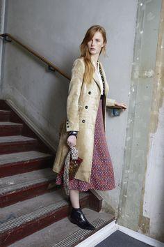 Louis Vuitton Pre-Fall 2015 Fashion Show Fashion Week, Fashion Models, Fashion Show, Fashion Studio, Fashion Spring, Fashion 2017, Paris Fashion, Latest Fashion, Winter Fashion