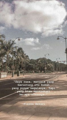 New Quotes Deep That Make You Think Indonesia Ideas - Fushion News Quotes Rindu, Story Quotes, Tumblr Quotes, Text Quotes, Quran Quotes, Words Quotes, Islamic Quotes, Quotes Lockscreen, Wallpaper Quotes