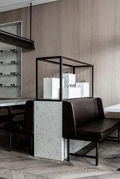 loja de óculos sonkes | projeto: nicolas schuybroek | o jovem designer encontrou no uso predominante do branco e no protagonismo da luz a receita para seus projetos, como nesta loja, na bélgica