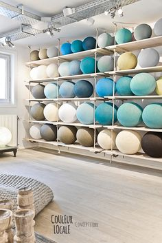 Couleur Locale Concept store in Belgium 14 Shelving for blankets/pillows Sonos, Rue Verte, Happy Lights, Lokal, Wood Surface, Retail Shop, Retail Displays, Retail Space, Coastal Homes