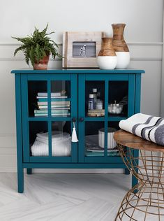 I like this cabinet's colour and how it can still look neat and tidy with glass doors.
