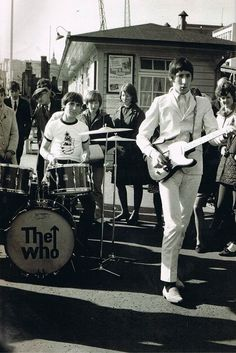 Pete Townshend with a Telecaster, and young Keith Moon on drums. Music Love, Pop Music, Music Icon, Great Bands, Cool Bands, Rock N Roll, Rock Rock, John Entwistle, Pete Townshend