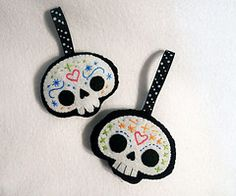 Dia de Los Muertos Ornaments.  Fabric glue, felt, and paint.  More great ideas for our tree!