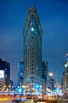 The Flatiron Building, intersection of Fifth Avenue and Broadway, NYC