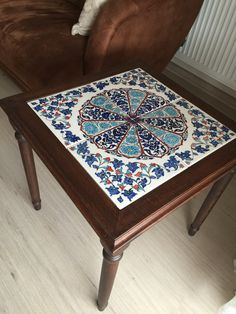 Pottery Painting, Ceramic Painting, Tiled Coffee Table, Painted Ceramic Plates, Tile Tables, Tile Crafts, Blue Pottery, Mosaic Diy, Indian Home Decor