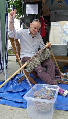 Extreme Knitting!  Thanks, Karen, from didyoumakethat.wordpress.com !