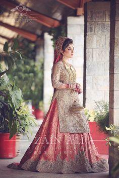 Damn the look Asian Wedding Dress, Pakistani Wedding Outfits, Indian Bridal Outfits, Asian Bridal, Pakistani Wedding Dresses, Bridal Dress Design, Bridal Style, Saris, Pakistan Bride