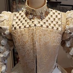 It's a such amanzing work #Repost @walking_through_history (@get_repost) Back from holiday and back to my 1560s dress à la Elizabeth of Austria. The past 2 days I worked fulltime on embroidering the ouches and pearls on the partlet. I am super happy how this worked out. As you can see on the right middle painting the ouch/pearl decoration probably continued on the collar. I had to order some more ouches so I can finish the collar after they arrive 145 pieces turned out to be a few too little (sleeves partlet). . Top and bottom painting: François Clouet - Portrait of Elizabeth of Austria Queen of France 1571. Middle painting: Alonso Sánchez Coello - Elizabeth de Valois Queen of Spain 1560 (Kunsthistorisches Museum Vienna). . . #costumemaking #historicalcostume #historicalfashion #historicalcostuming #fashionandtextiles #16thcentury #1500sfashion #1500s #costumehistory #livinghistory #reenactment #historicalreenactment #historicalsewing #renaissance #renaissancedress #renaissancegown #francoisclouet #elizabethofaustria #1571 #historiccostume #handmade #costumedesigner #costumedesign #tutorial #sewingtutorial #ouches #1560s #elizabethofvalois #alonsosanchezcoello . . Elizabethan Clothing, Elizabethan Costume, Medieval Costume, Medieval Clothing, Historical Costume, Historical Clothing, 1500s Fashion, Fair Outfits, Renaissance Gown