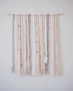 Loren / free form wall hanging - Decor Diy Home Yarn Wall Art, Yarn Wall Hanging, Diy Wall Art, Wall Hangings, Diy Wall Decor For Bedroom, Bedroom Wall, Bedroom Ideas, Boho Diy, Macrame Patterns
