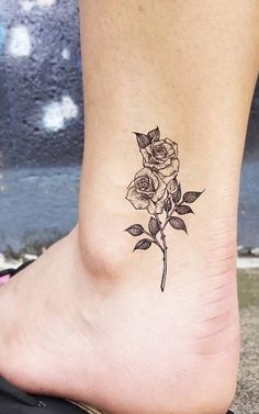 Small Vintage Roses Ankle Tattoo Ideas For Women - Beautiful Realistic Bl . - Small Vintage Rose Ankle Tattoo Ideas for Women – Beautiful Realistic Flower De … – Small Vin - Sunflower Tattoo Sleeve, Sunflower Tattoo Shoulder, Sunflower Tattoo Small, Delicate Flower Tattoo, Small Flower Tattoos, Small Tattoos, Tattoo Bein Frau, Tattoo Motive Frau, Back Tattoos