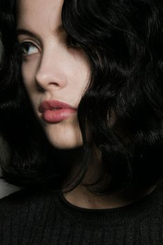 Dark hair and pink lips Delectable colorings, for example caramel, are exceedingly attractive, which makes Pretty People, Beautiful People, Coiffure Hair, Yennefer Of Vengerberg, Female Character Inspiration, Pink Lips, Dark Hair, Pretty Face, Girl Hairstyles