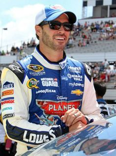 Jimmie Johnson, Martinsville, 7th chase race. Led 123 of 500 laps. Started: 2nd Finished: 5th. Tied for the points led with Matt Kenseth.