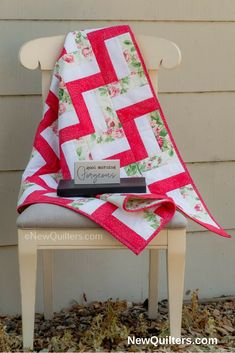 You can make this quilt, even if you've never quilted before! A Beginner's Guide to Quilting has everything you need to learn to quilt: detailed photo tutorials that cover every step of making a quilt from start to finish, five fun and easy quilt pattern Quilting For Beginners, Quilting Tips, Quilting Tutorials, Good Morning Gorgeous, Pink Quilts, Quilt Labels, Easy Quilt Patterns, Book Quilt, Easy Quilts