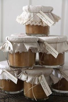 Jar Gifts, Food Gifts, Modern Country, Country Living, Country Life, Pretty Packaging, Homemade Gifts, Preserves, Mason Jars