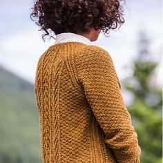 Refined stitches make up tiny tree motifs, and subtle cables run the length of each side, creating a long, lean line. Cascades is a little forest in the form of a fitted raglan pullover. SIZING: 33 (3