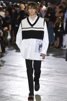 Raf Simons Spring 2017 Menswear Collection Photos - Vogue