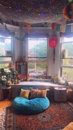 Indie Bedroom, Indie Room Decor, Hippie Bedroom Decor, Hippie House Decor, Indie Living Room, 60s Bedroom, Hippie Bedrooms, Chill Room, Cozy Room