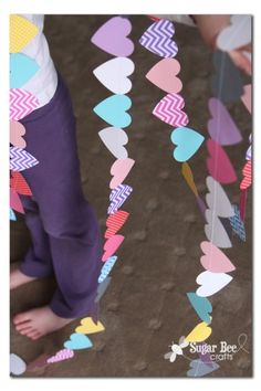 Heart Garland for 100 School Days Bee Crafts, Crafts For Kids, Arts And Crafts, Paper Crafts, Do It Yourself Quotes, Do It Yourself Home, My Funny Valentine, Valentines Day, Mobiles