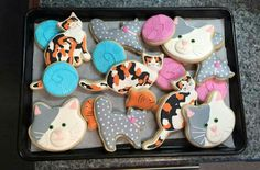 Cindy Claussen: Cat cookies along with balls of yarn and mini fish. ♡♡♡♡♡