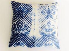 כרית פשתן כחול אינדיגו | כרית שיבורי | דגם ימית | aya עיצוב טקסטיל לבית מודרני…