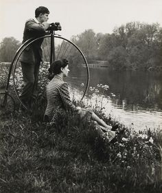 Vintage Sunday Day on the river, Photographed by Bill Brandt. This seems like a relaxing way to start Vintage Sunday, my thanks to Erotixx Man Ray, Bill Brandt Photography, Old Photography, Old Pictures, Old Photos, Vintage Photographs, Vintage Photos, Fotografia Social, Velo Vintage