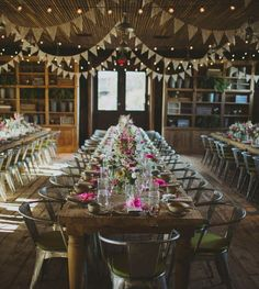 1) Balloons are the new buntingThis is one of our favourite wedding decoration ideas. But just so we're clear, we don't mean tacky ceiling nets...