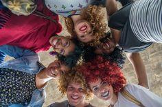 #MarchadoOrgulhoCrespo #Diversidade #CurlyHair #NandaCury FOTO: Carolina Cury Natural, Blog, Walking Gear, Diversity, Kinky Hair, Pride, Women, Nature, Au Natural
