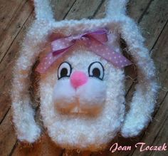 Pattern for this adorable bunny purse. Loomed on the blue round Knifty Knitter.