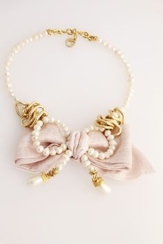 collar de perlas con lazo