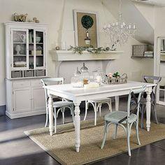 Meubels en interieurdecoratie - Het landhuis  Maisons du Monde  Mooie tafel en stoelen