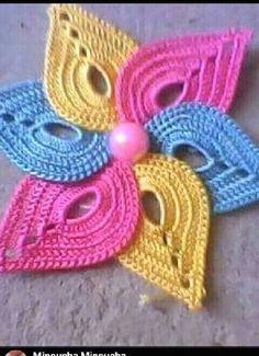 قلبي     قنادر Col Crochet, Crochet Motifs, Irish Crochet, Crochet Patterns, African Accessories, Irish Lace, Crochet Fashion, Crochet Designs, Crochet Clothes