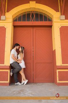 Pre Wedding Shoot Ideas, Pre Wedding Poses, Pre Wedding Photoshoot, Couples Beach Photography, Wedding Photography Poses, Photography Lighting, Photography Editing, Photography Tutorials, Couple Posing