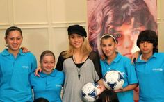 Shakira Com as Jogadoras em Baku! Shakira With the players at Baku! Shakira Con las jugadoras en Baku!