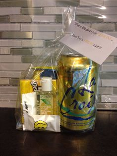 Includes Lemon sparkling water, lemon Luna bar, lemon chewing gum, lemon scented hand sanitizer and some mints. Ways To Motivate Employees, Luna Bars, Employee Motivation, Scented Hand Sanitizer, Motivational Gifts, Chewing Gum, Team Building, Gift Bags, Gift Baskets