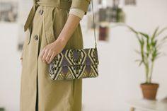 Nuestras estilistas te aconsejan tener al menos un bolso étnico en el armario.  ¿Lo tienes ya?